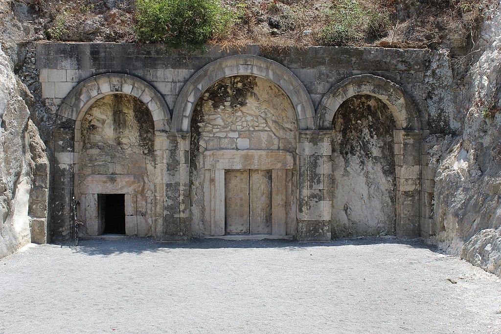 1024px-Catacomb_no._14,_The_Cave_of_Rabbi_Yehuda_HaNasi.jpg