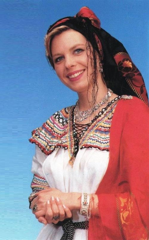 Berber-tribal-woman-8.jpg