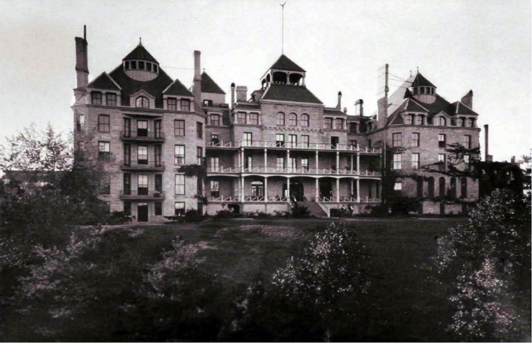 Crescent_Hotel,_Eureka_Springs,_Arkansas_-_circa_1890s.jpg