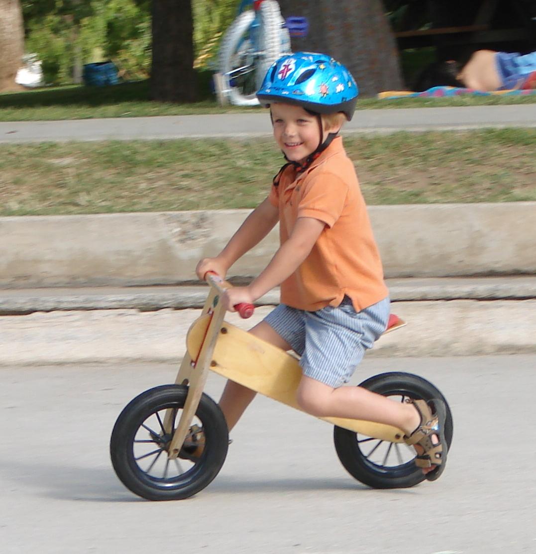 Kids_balance_bike_(Kinderlaufrad).jpg