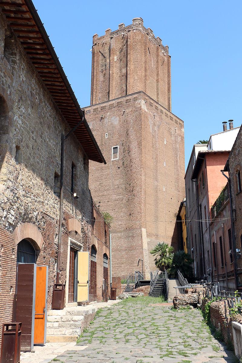 Mercati_di_traiano,_torre_delle_milizie.JPG