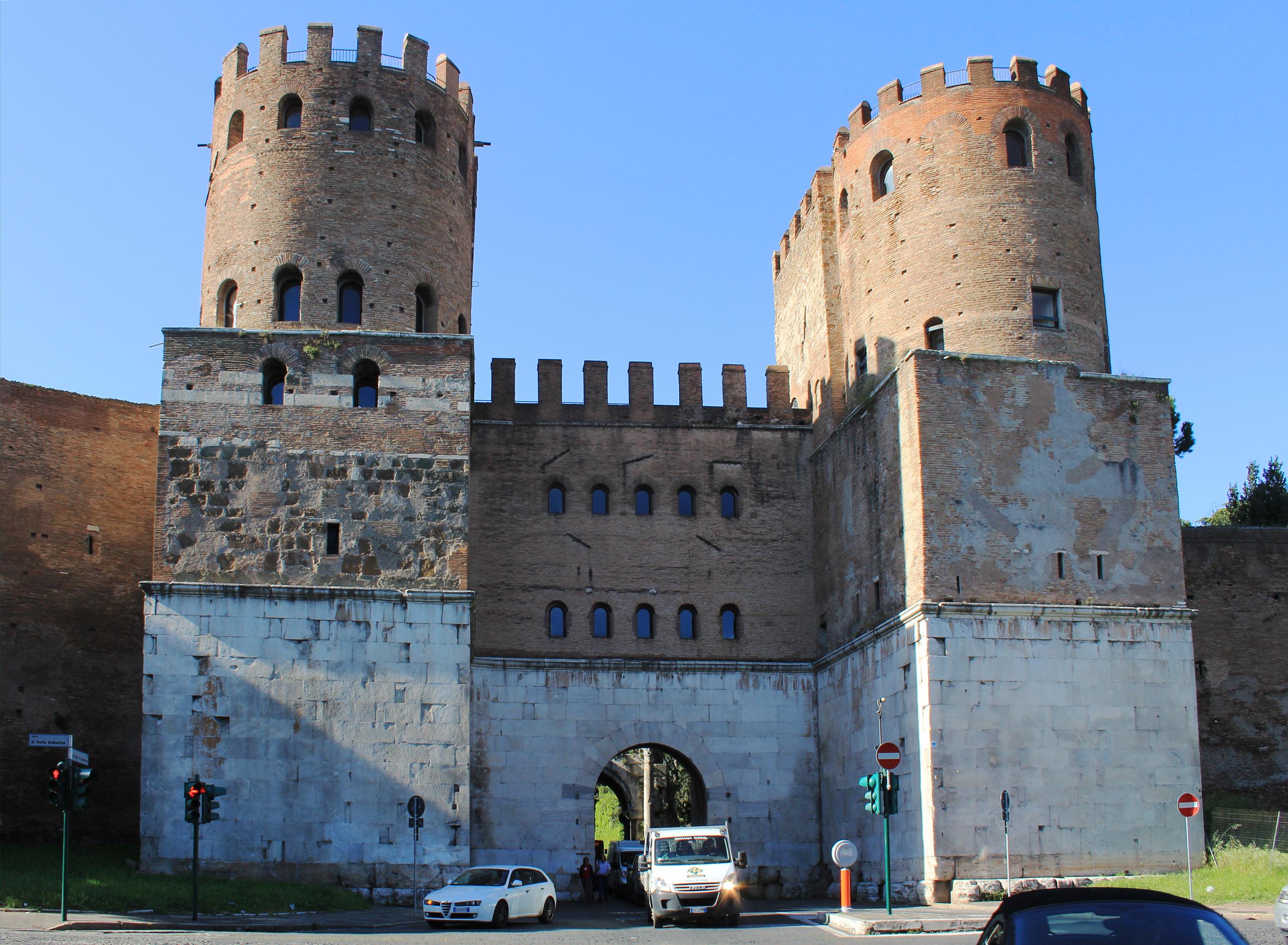 Porta_St._Sebastiano_Rome_2011_1.jpg